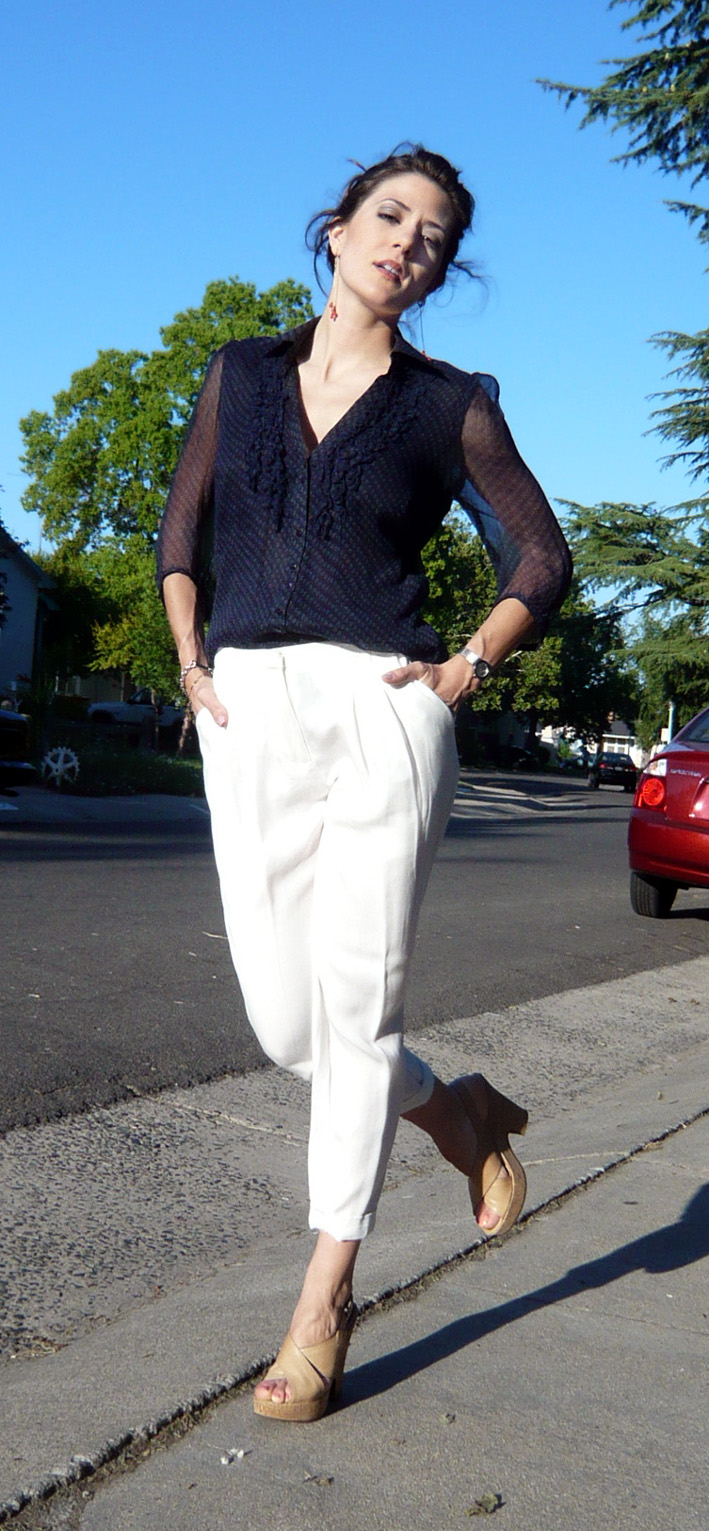 navy-blouse-white-slacks-nude-wedges-zara-21-living-the-vogue
