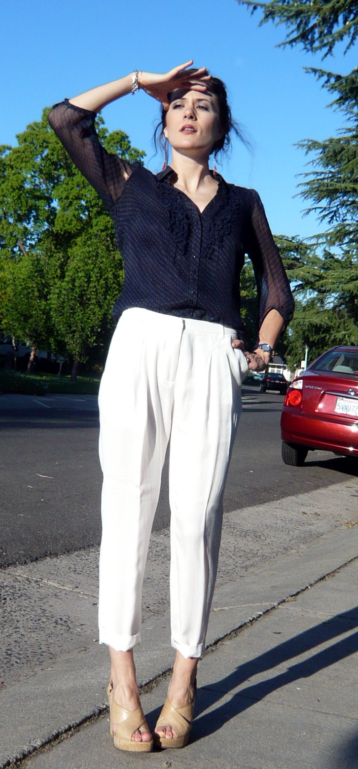 navy-blouse-white-slacks-nude-wedges-zara-living-the-vogue