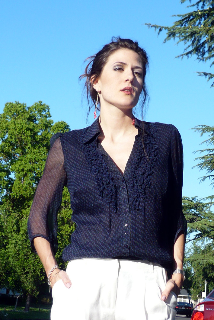 navy-blouse-white-slacks-nude-wedges-zara--living-the-vogue